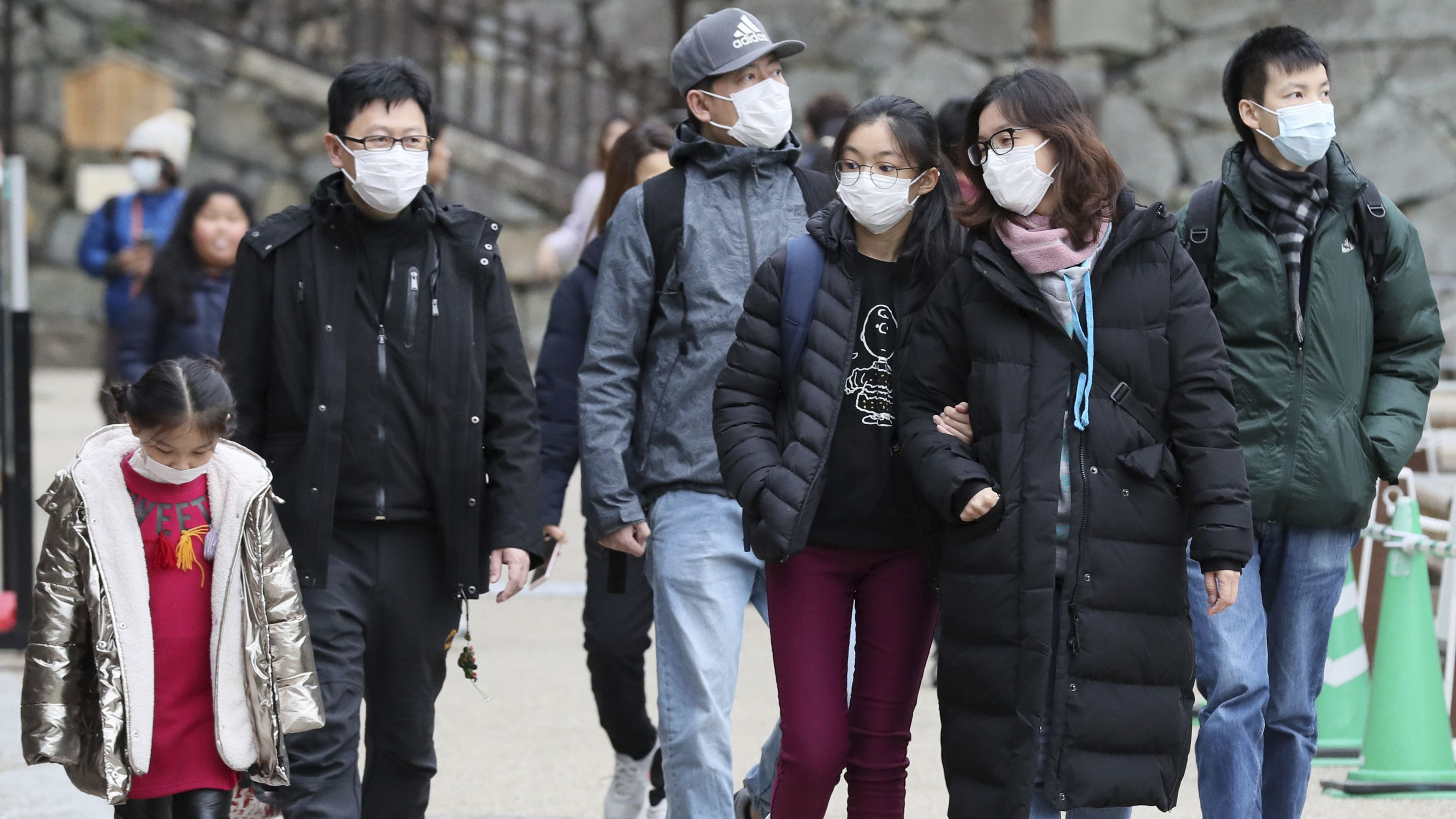 Angst vor dem Coronavirus: Touristen mit Mundschutz in Nagoya.