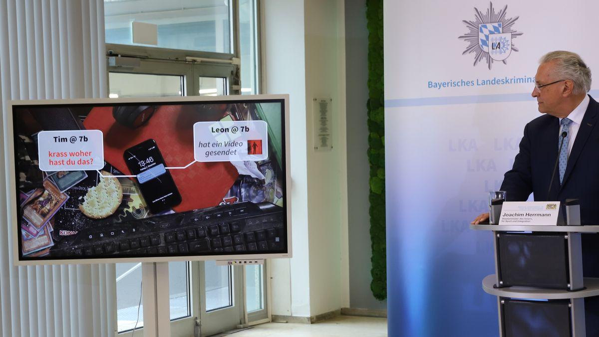 """Innenminister Joachim Herrmann (CSU) bei der Vorstellung der Präventionskampagne """"Dein Smartphone – Deine Entscheidung"""""""