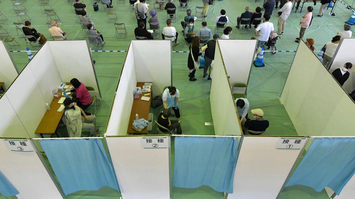 Impfzentrum in einer Turnhalle in Tokio
