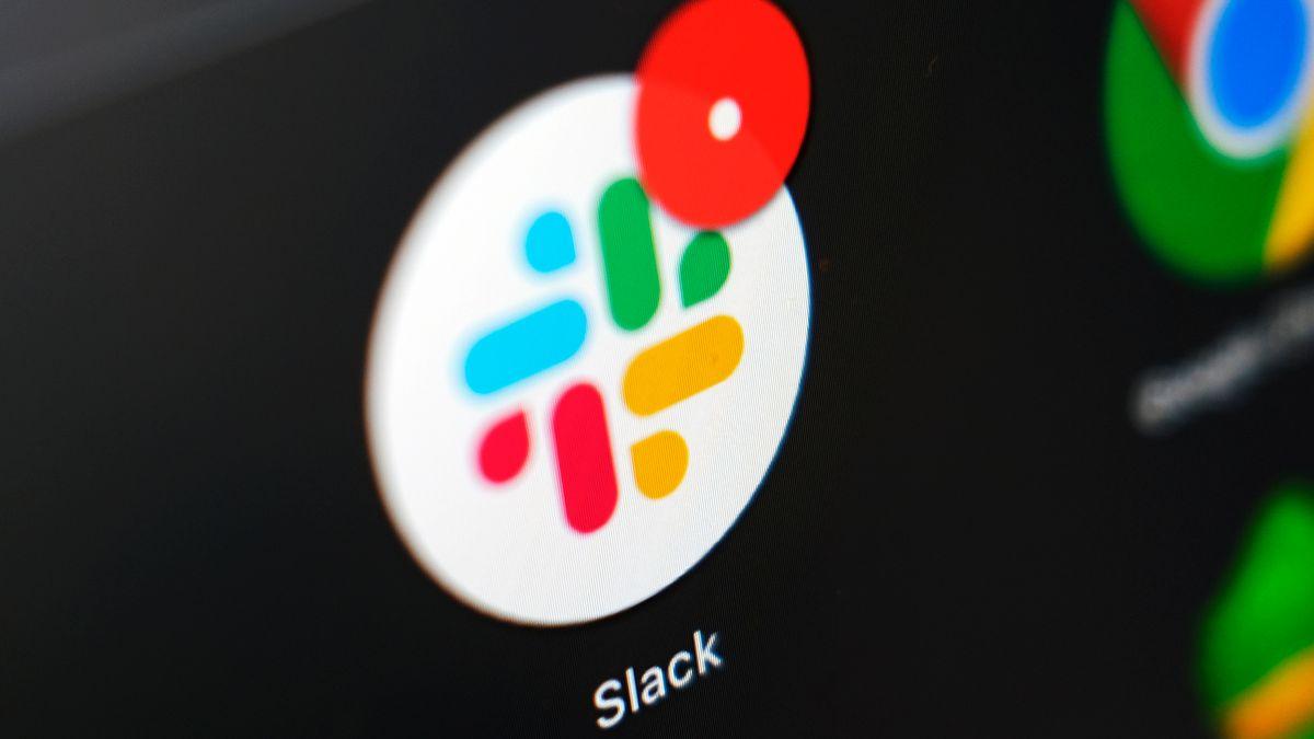 Symbol des Kommunikationsprogramms Slack auf einem Bildschirm