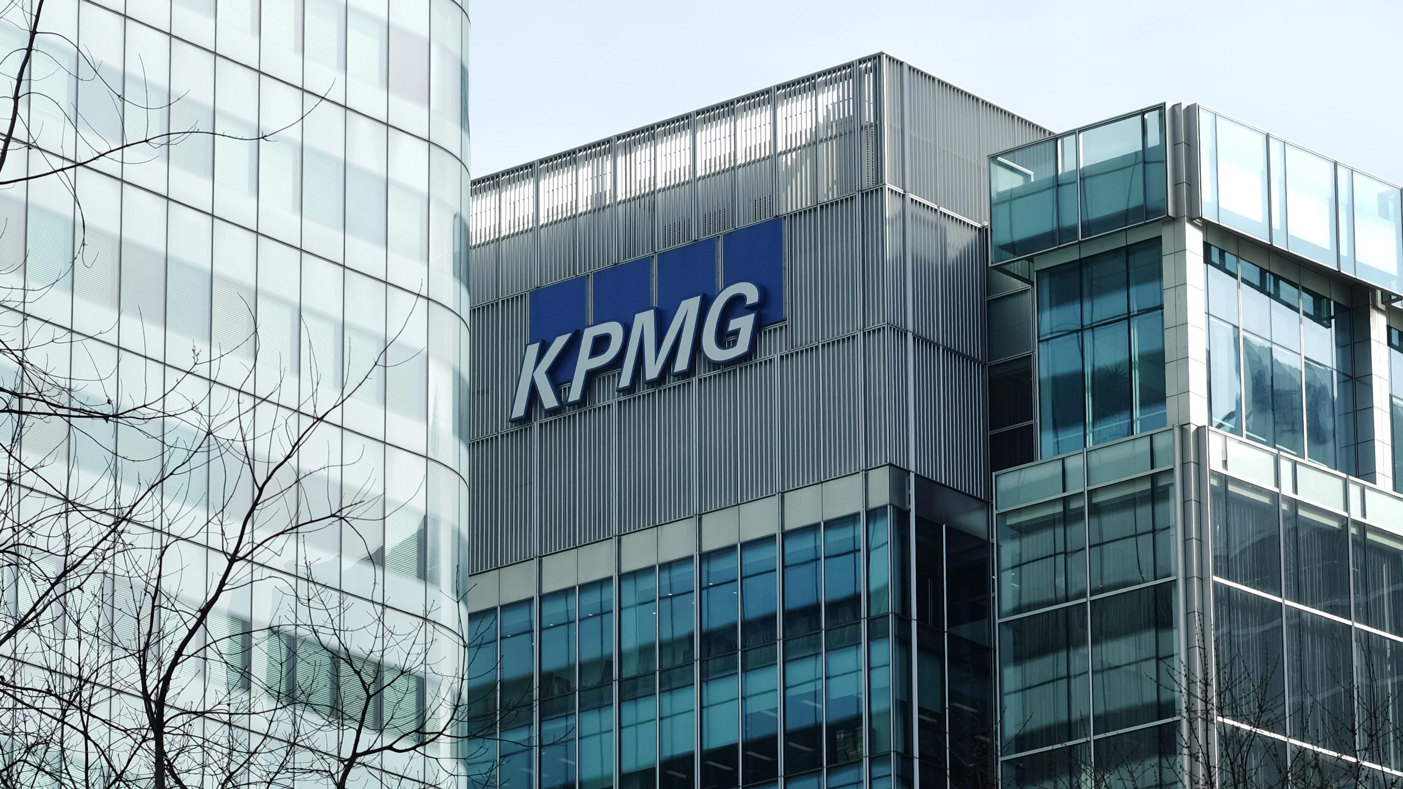 Das Gebäude vom Wirtschaftsprüfungs- und Beratungsunternehmen KPMG im Bürogebäudekomplex Canary Wharf in London.