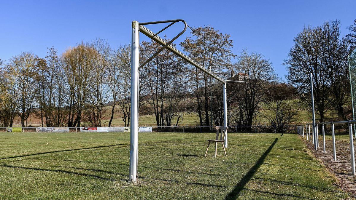 Leerer Fußballplatz