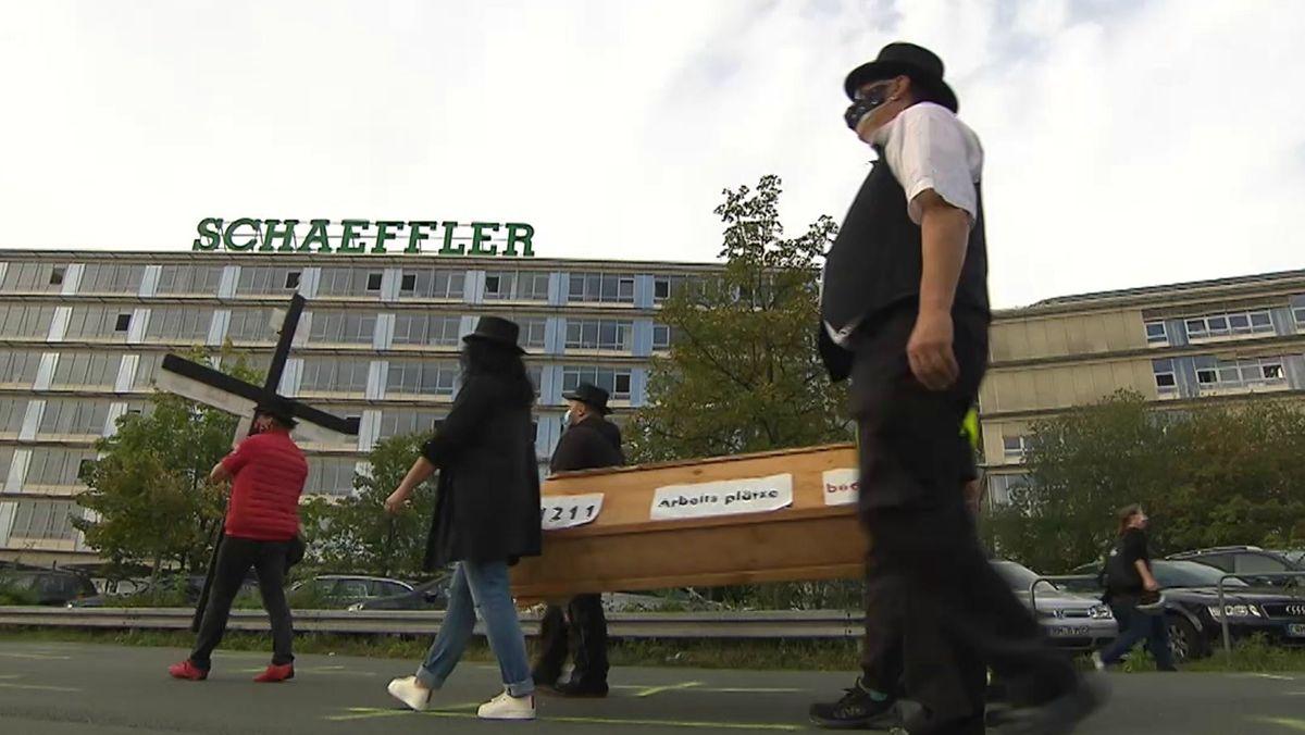 Demo vor dem Schaeffler-Stammsitz in Herzogenaurach