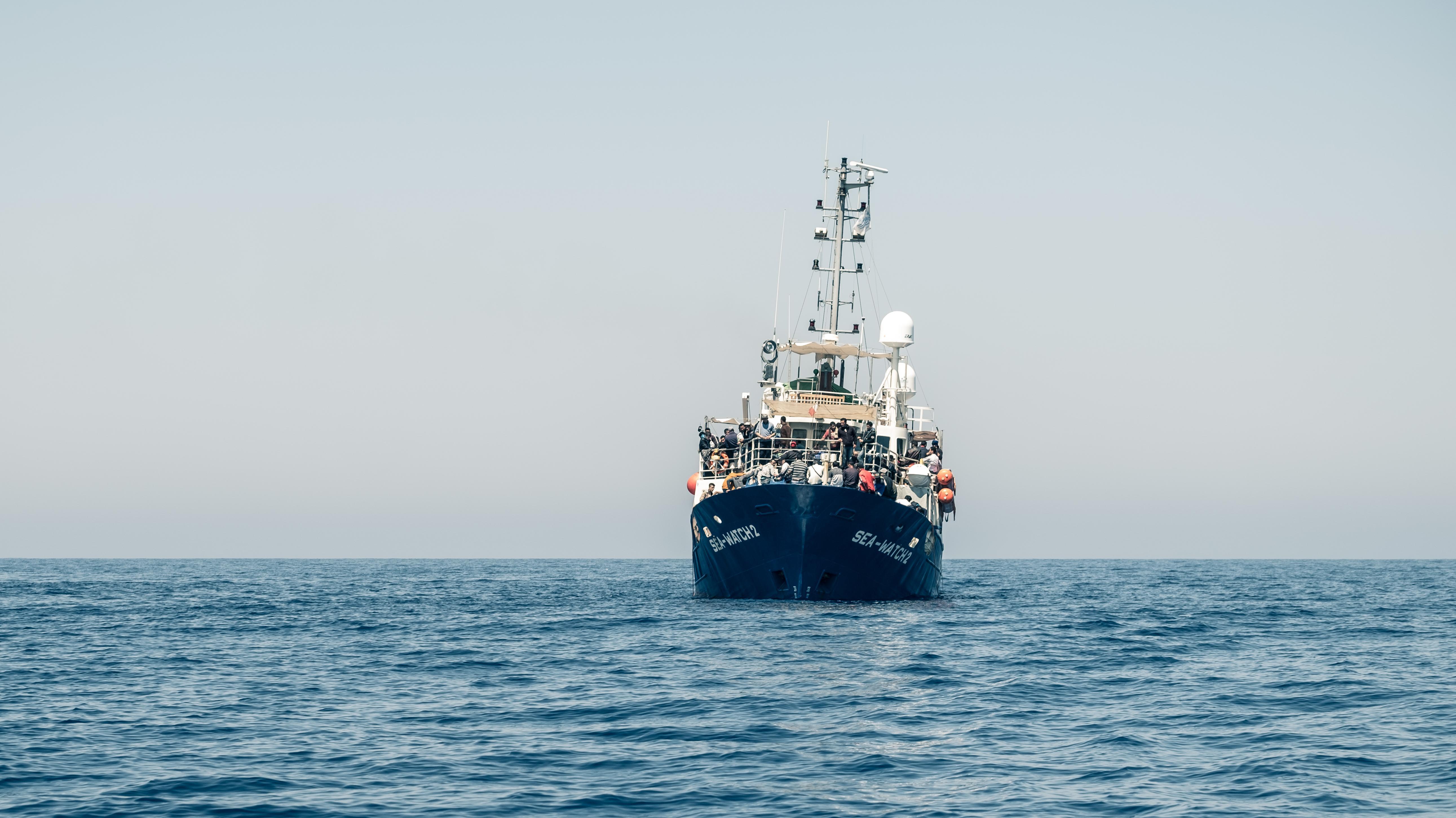 """Schiff von """"Sea-Eye"""" auf dem Mittelmeer"""