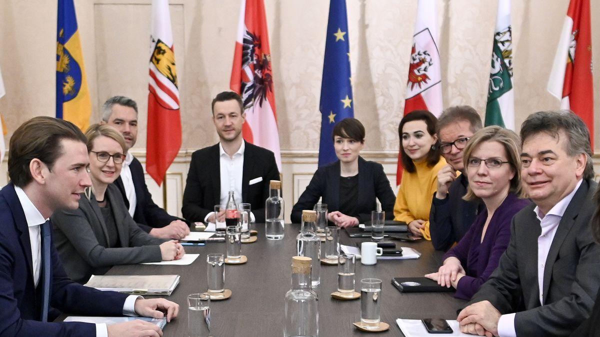 ÖVP-Chef Sebastian Kurz (links) und Grünen-Chef Werner Kogler (rechts) am Neujahrstag.