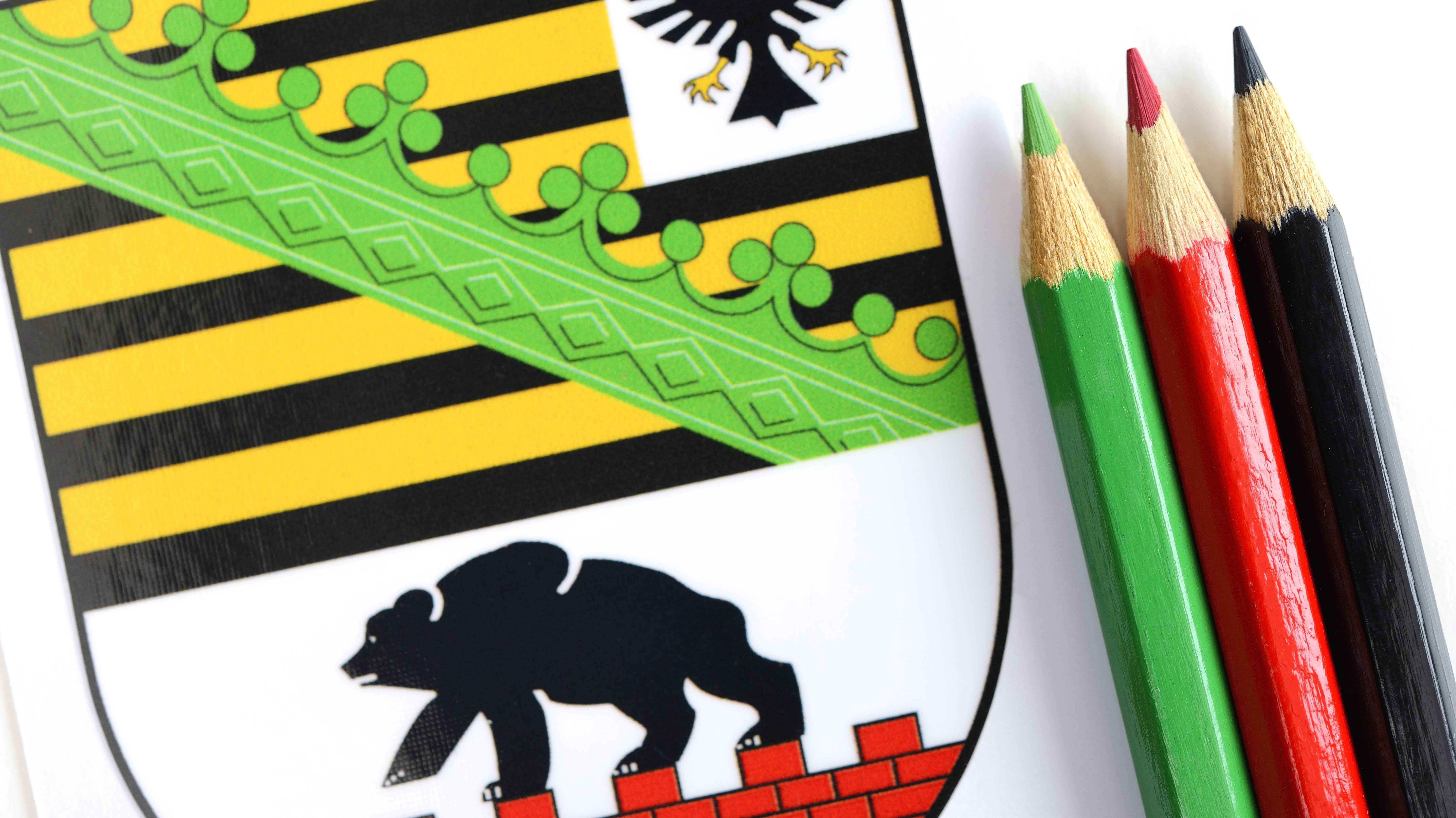 Wappen von Sachsen-Anhalt mit Farbstiften, Symbolfoto Kenia-Koalition