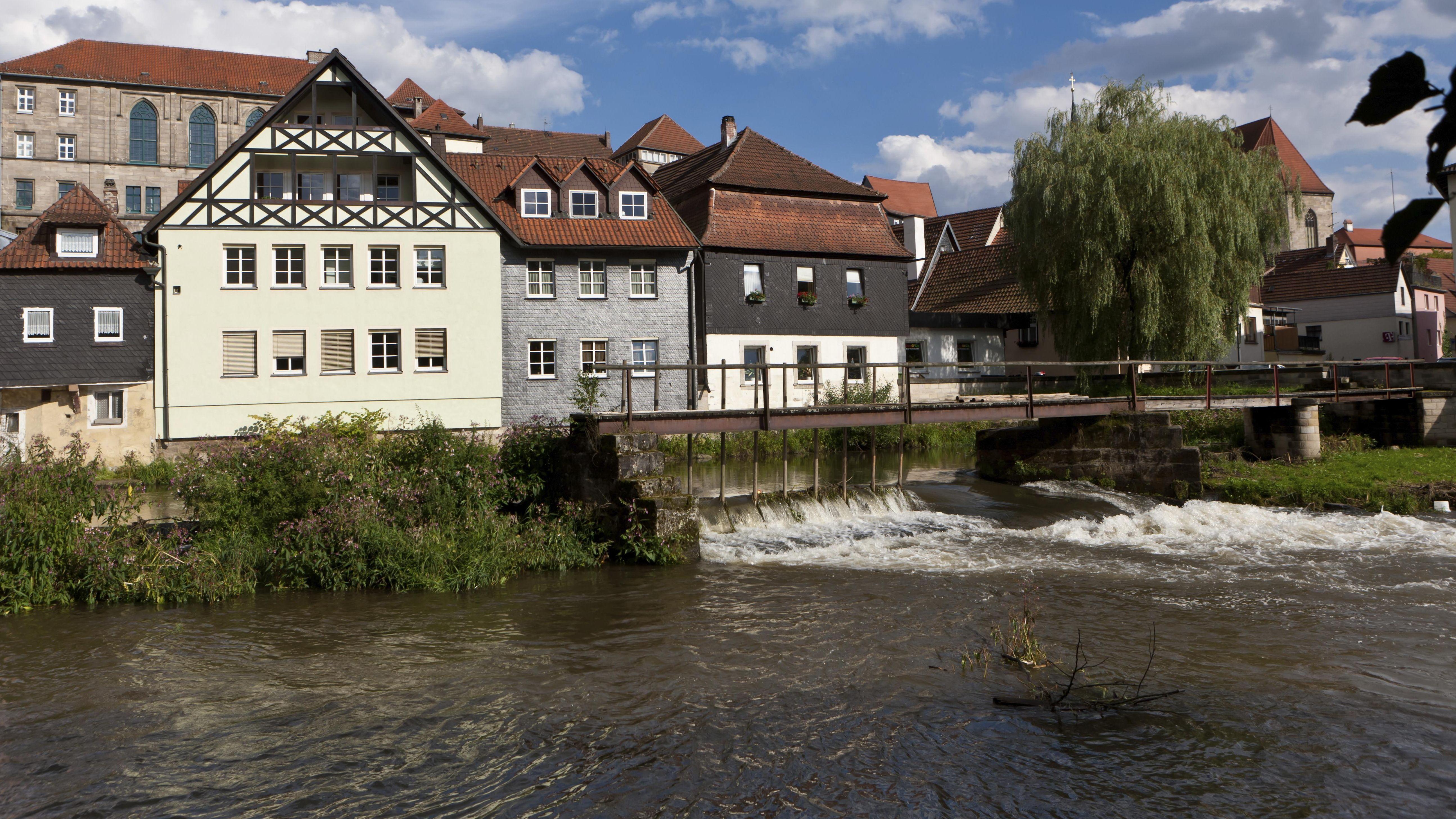 Der Fluss Haßlach fließt durch Kronach.