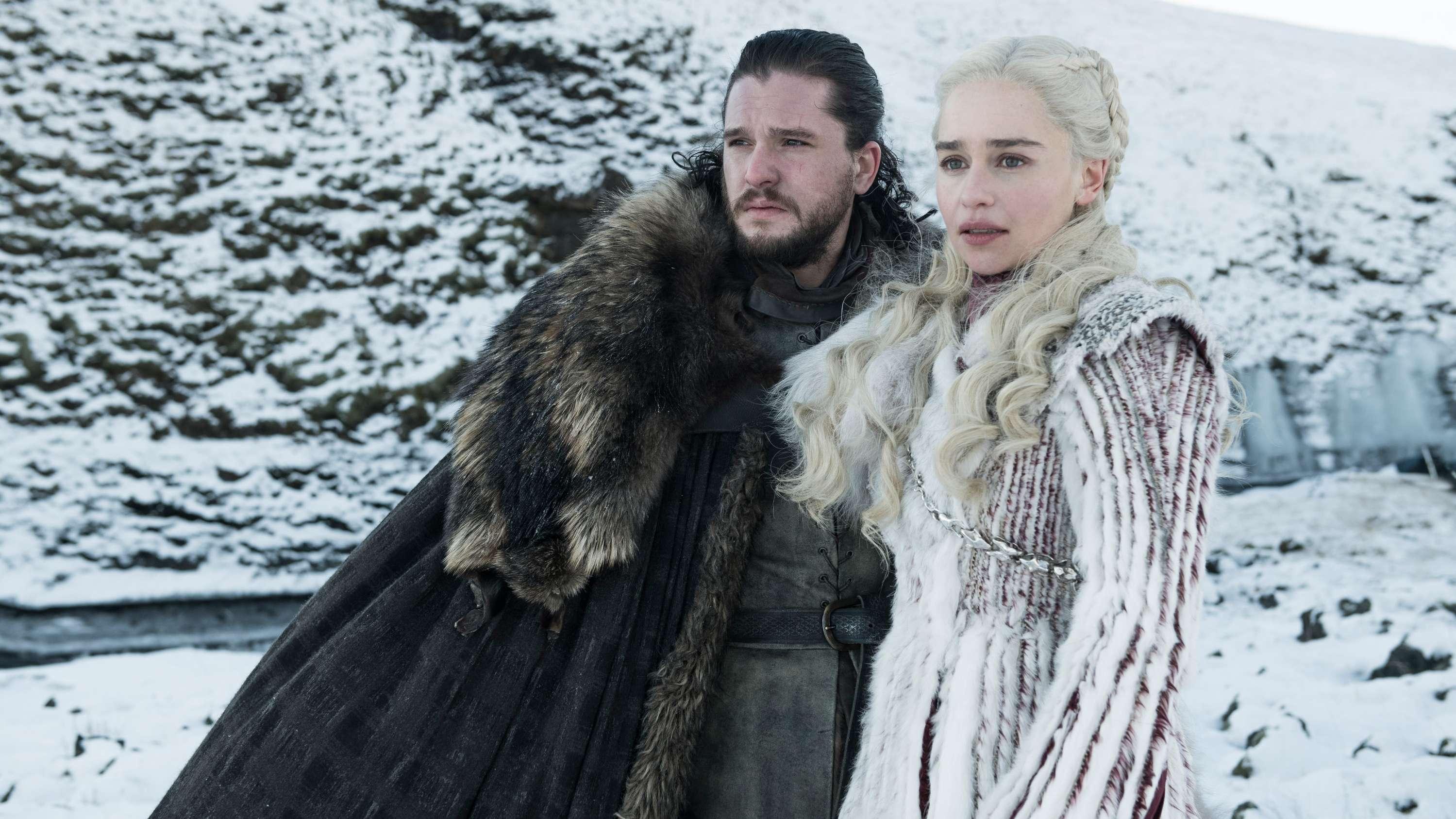"""Kit Harington als Jon Schnee und Emilia Clarke als Daenerys Targaryen in einer Folge der achten Staffel der Serie """"Games of Thrones"""""""