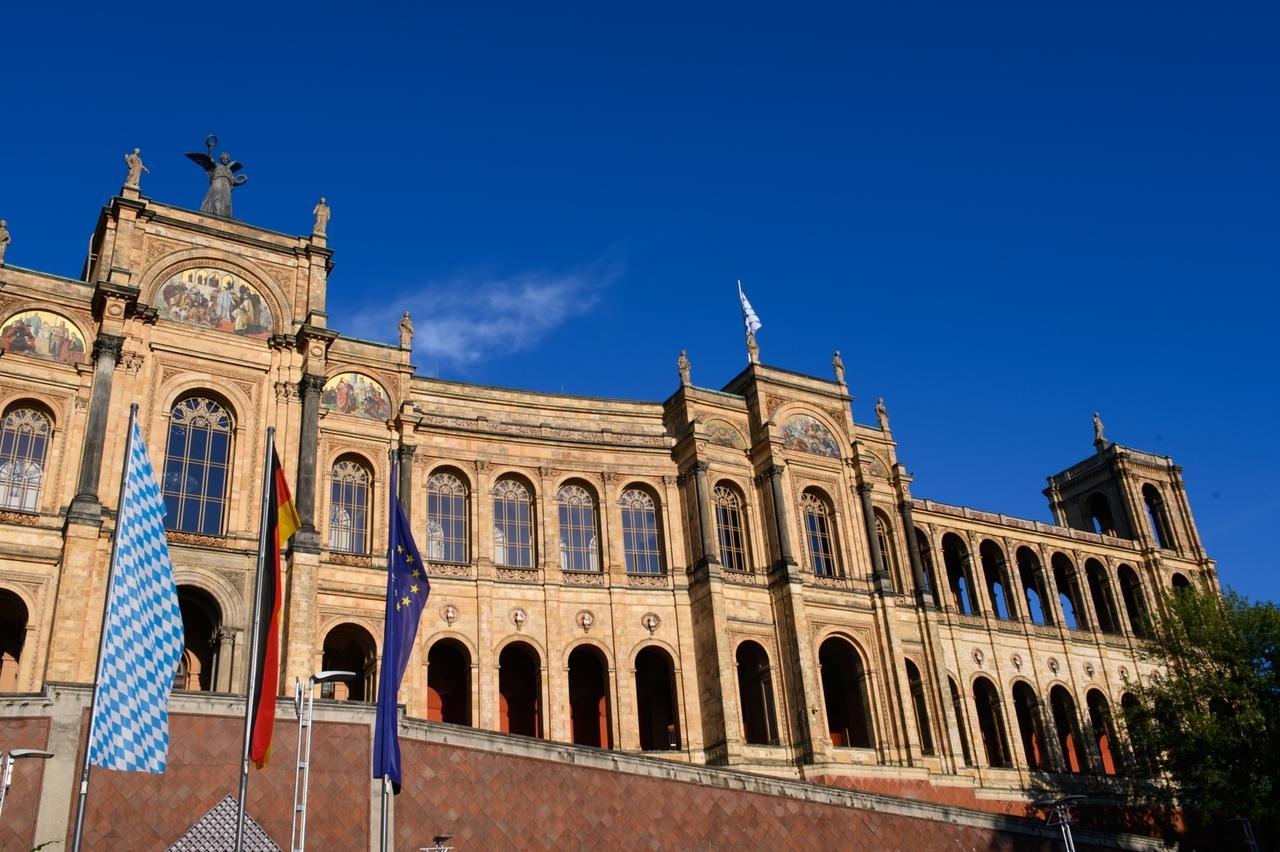 Der Bayerische Landtag im Sommer.