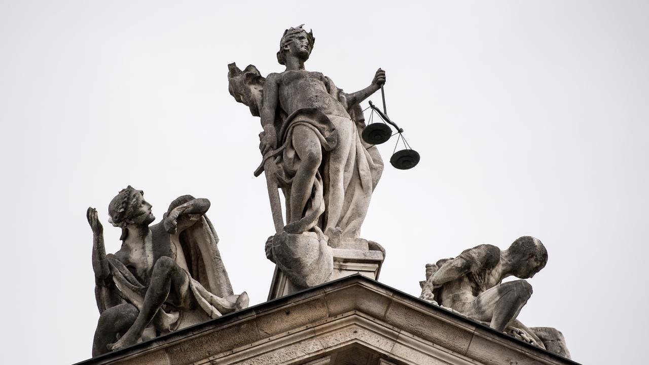 Justizia entscheidet - auch über verbotene Werbeanrufe.