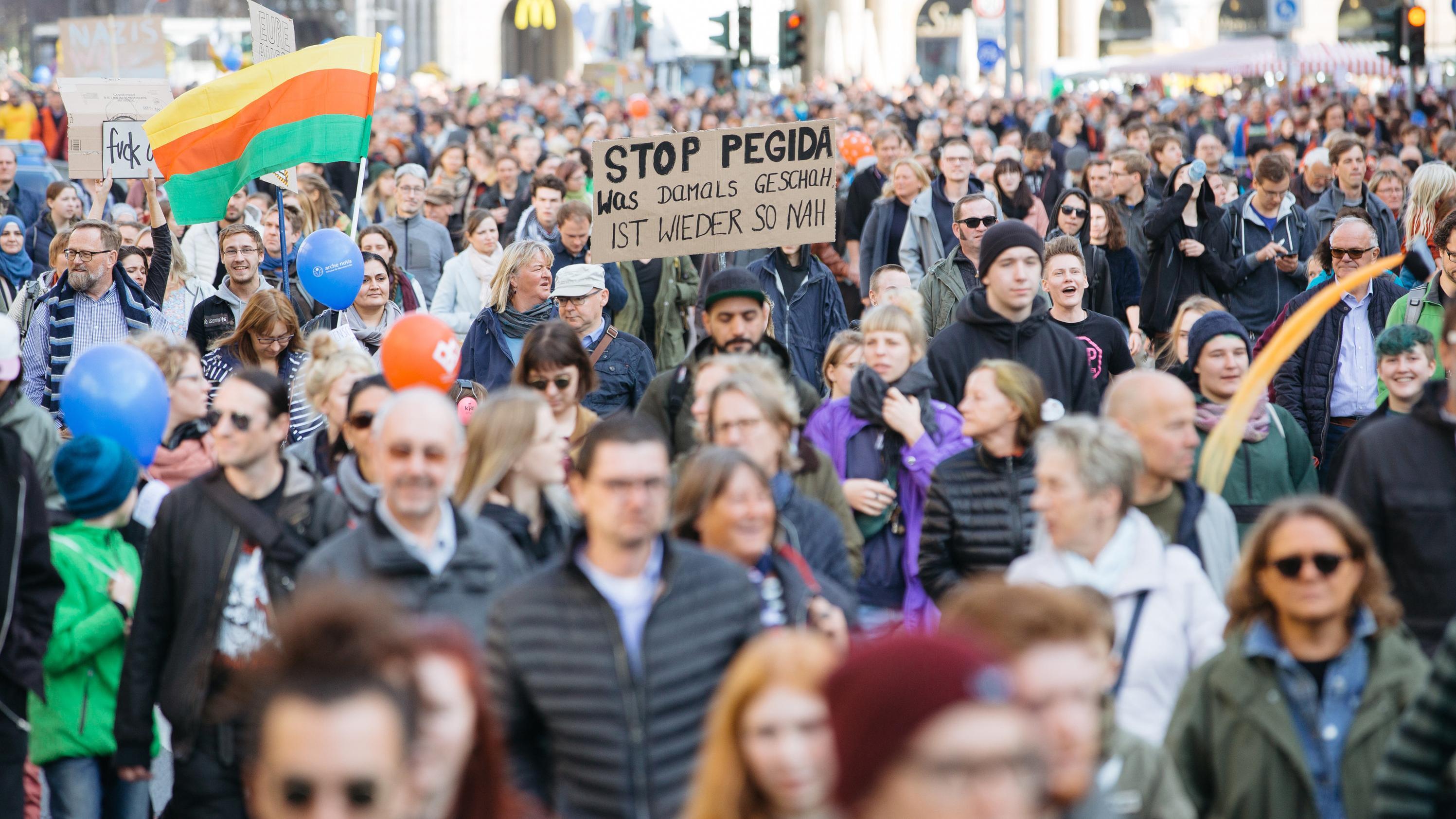 "Demonstration ""Herz statt Hetze"" in Dresden"