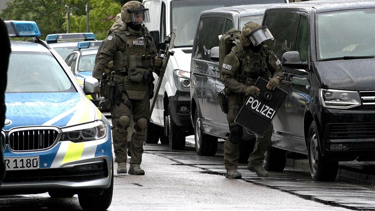 SEK-Beamte während des Einsatzes in Regensburg.