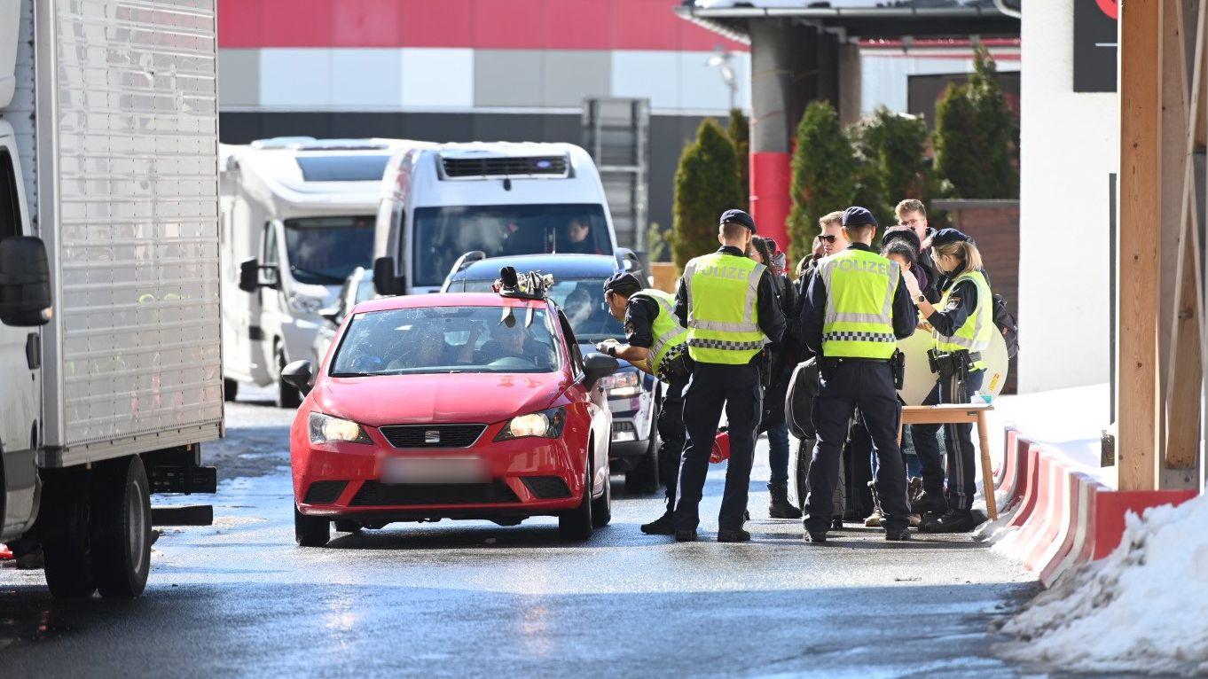 Sicherheitskontrollen wegen des Coronavirus an der österreichisch-italienischen Grenze.