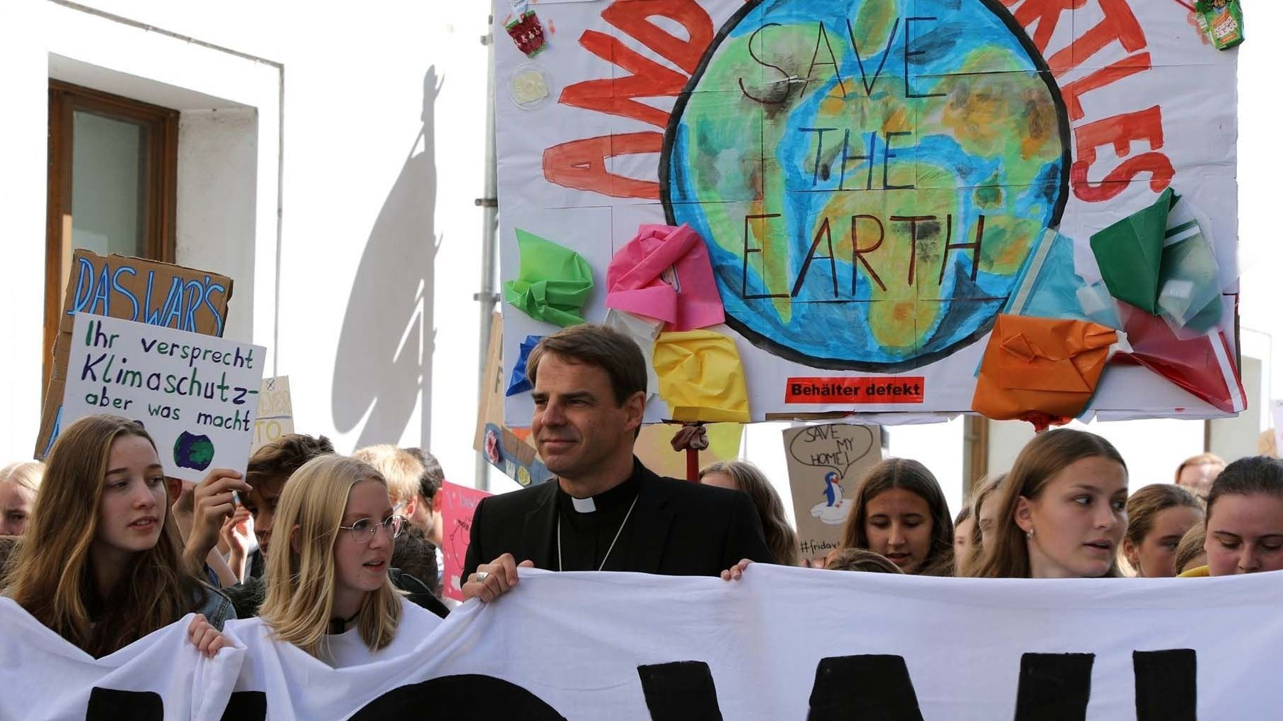 "Passauer Bischof Stefan Oster auf einer ""Fridays for Future""-Demonstration"