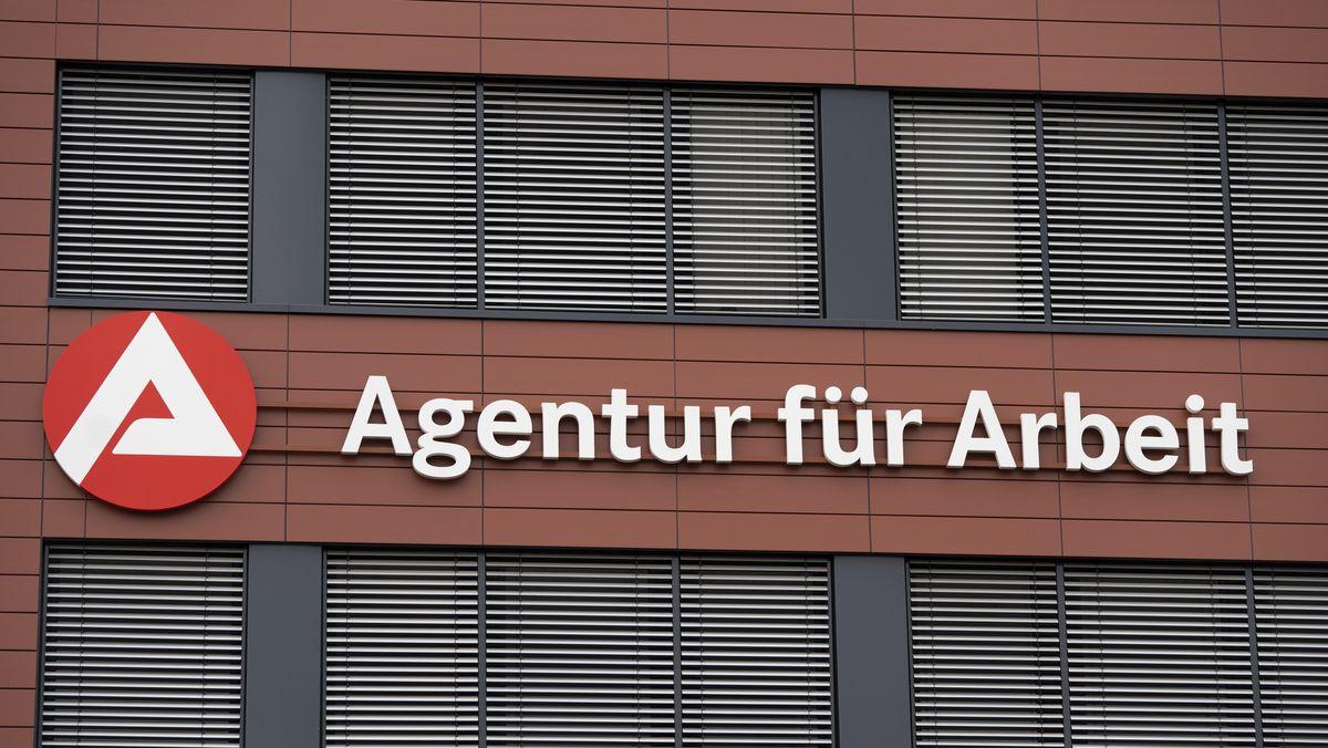 Die Außenfassade einer Agentur für Arbeit.
