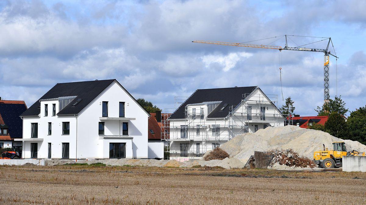 Einfamilienhäuser im Landkreis Freising kurz vor der Fertigstellung