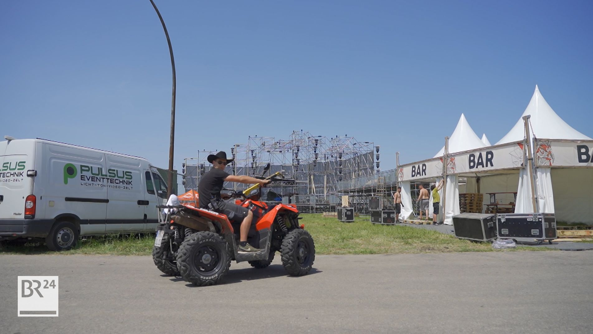 Vorbereitungen fürs Ikarus-Festival auf dem Allgäu Airport