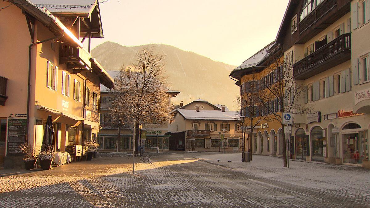 Trotz Neuschnee und Sonnenschein bleibt Garmisch ohne Touristen (Symbolbild)