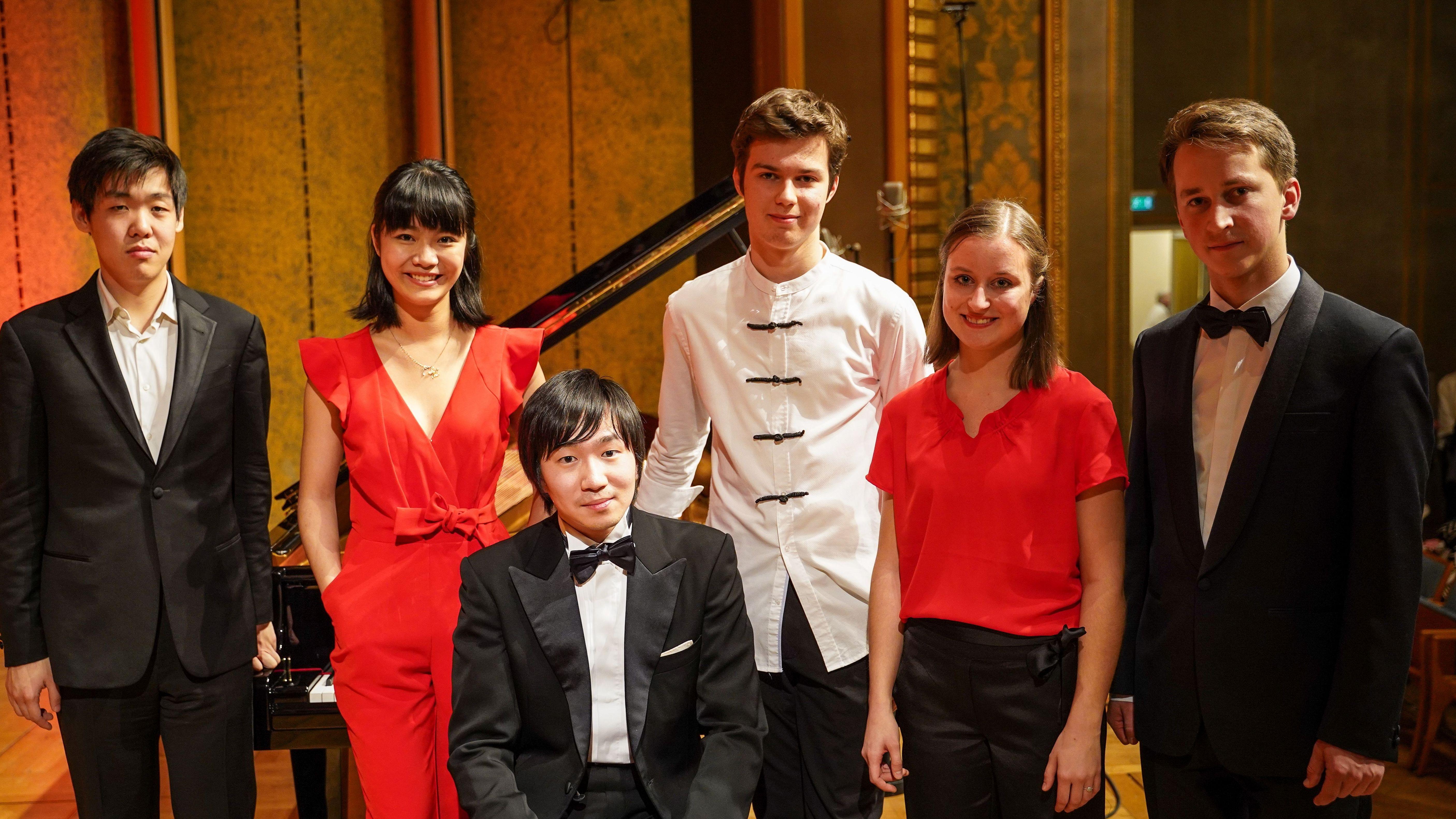 Kissinger KlavierOlymp (Tomoki Sakata, dritter von links)
