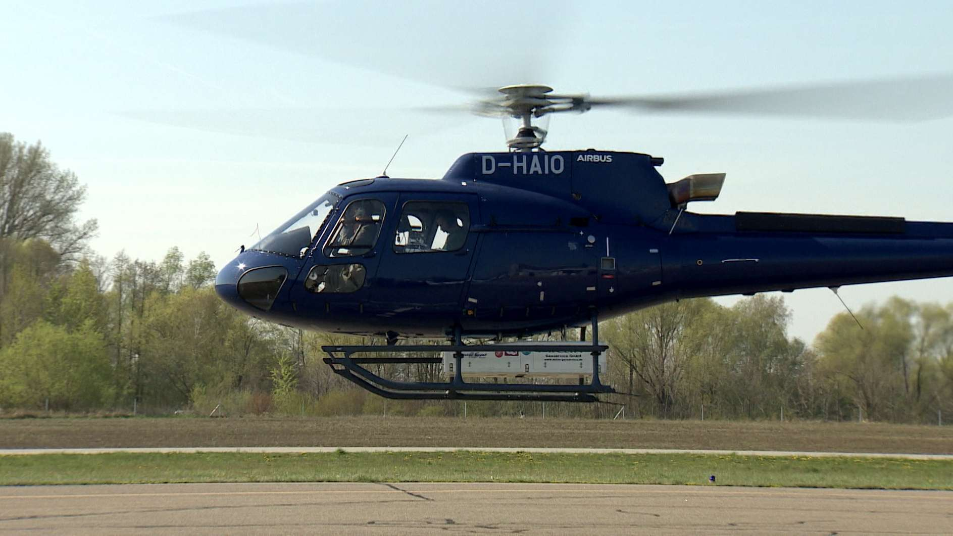 Ein Hubschrauber, mit dem Tennet Vermessungsflüge durchführt