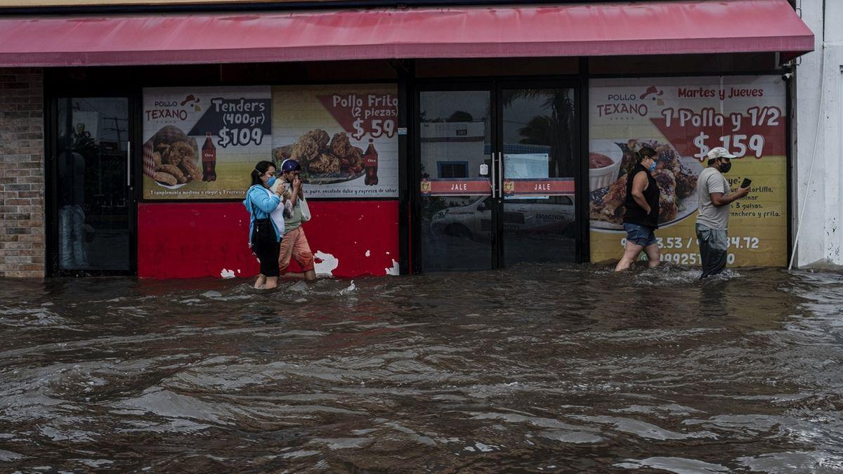 """Hurrikan """"Delta"""" ist mit Windgeschwindigkeiten von gut 150 Kilometern pro Stunde auf die Küste des US-Bundesstaates Louisiana getroffen."""