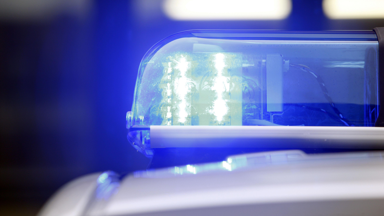 Streifenwagen der Polizei mit Frontblitzern, Blaulicht LED