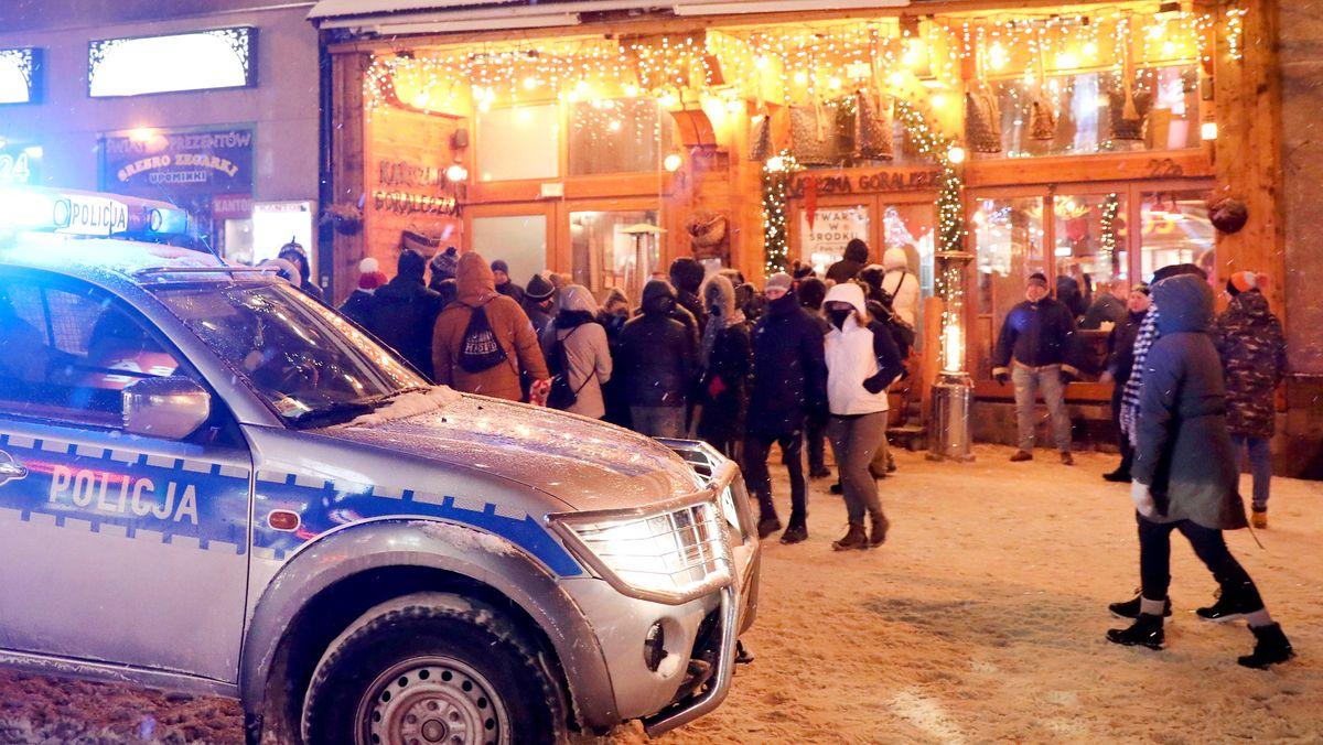 Feiernde Touristen in Polen
