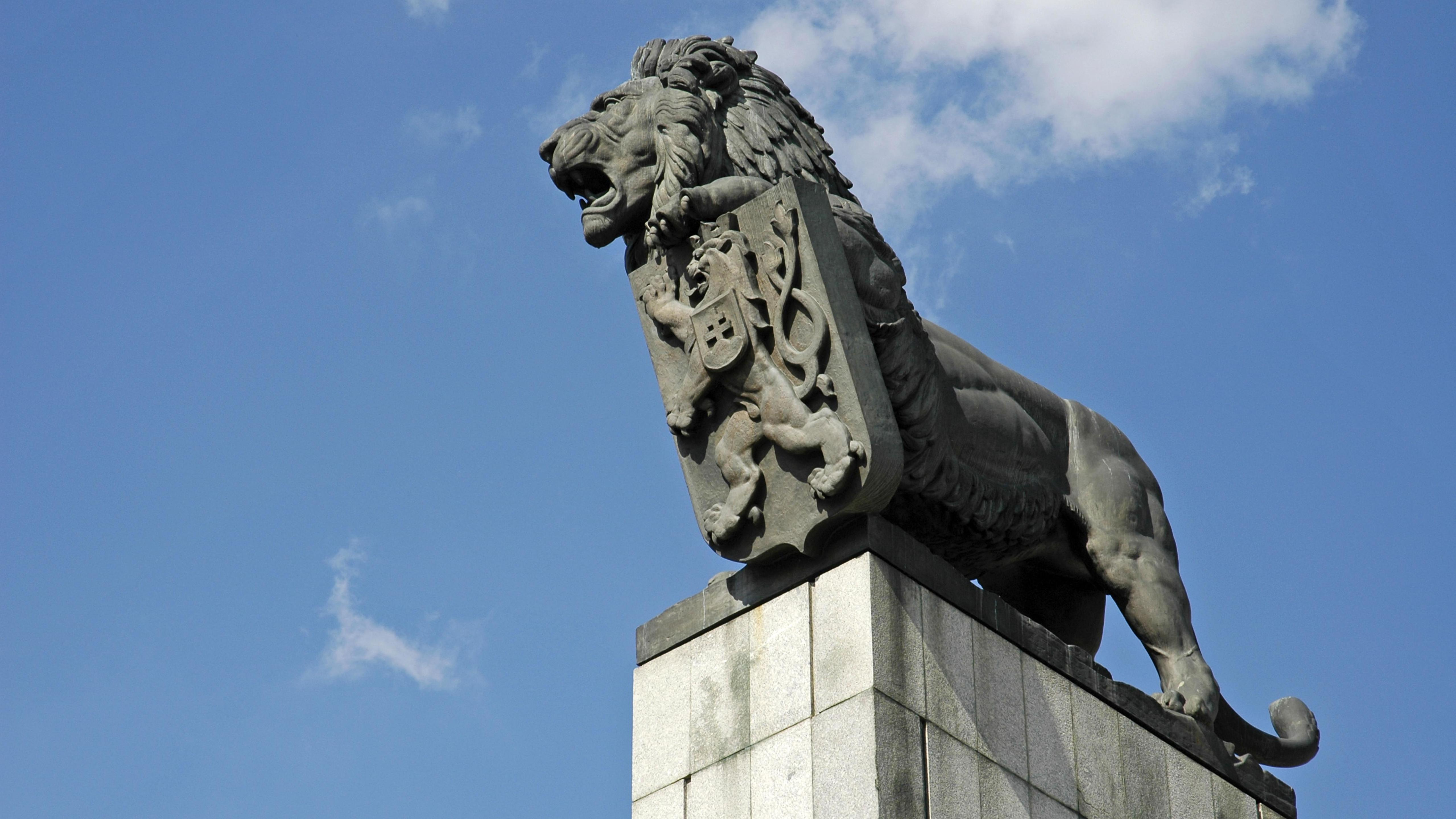 Der Löwe, das Wappentier der Tschechoslowakei, vor dem slowakischen Nationalmuseum in Bratislawa.