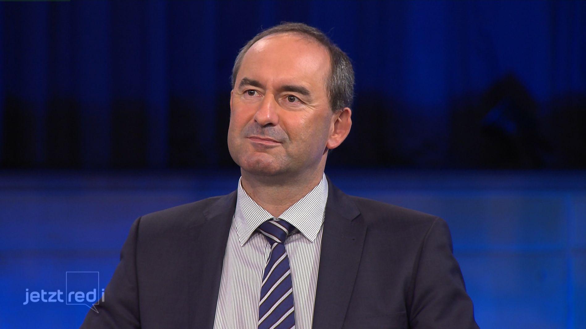 Hubert Aiwanger äußert sich zu den geplanten Stromtrassen.