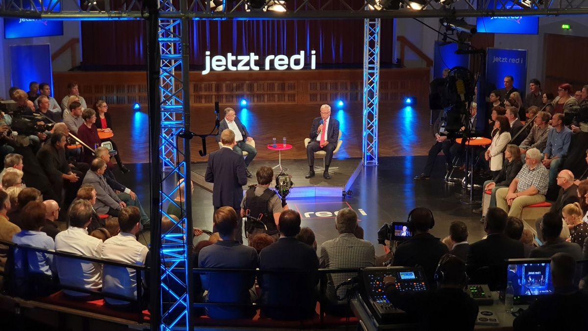 """Wie geht es weiter für die Conti-Mitarbeiter? Die Sendung """"jetzt red i"""" war im oberpfälzischen Roding."""