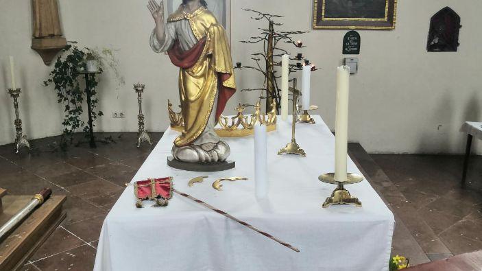 Statuen und Figuren wurden beschädigt