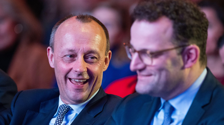 Friedrich Merz (CDU, l), Vizepräsident des Wirtschaftsrates der CDU, und Jens Spahn (CDU),