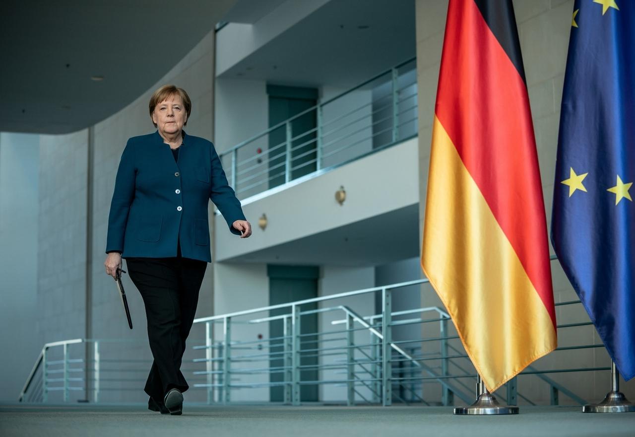 Covid-19 - Merkel: Einschränkungen bleiben mindestens noch zwei Wochen