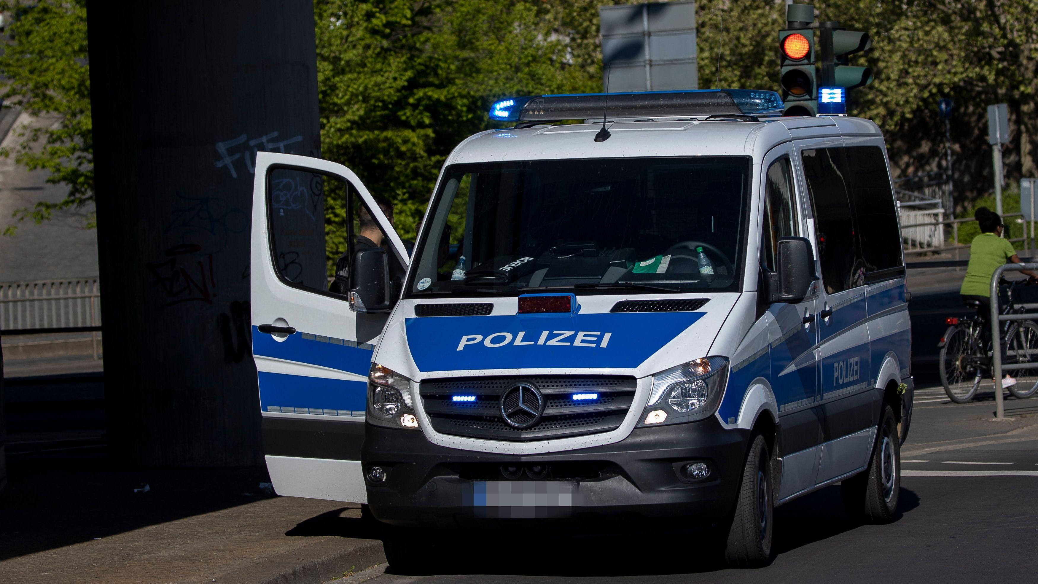 Eine Routinekontrolle der Polizei in Würzburg, aufgenommen am 26. April 2020.