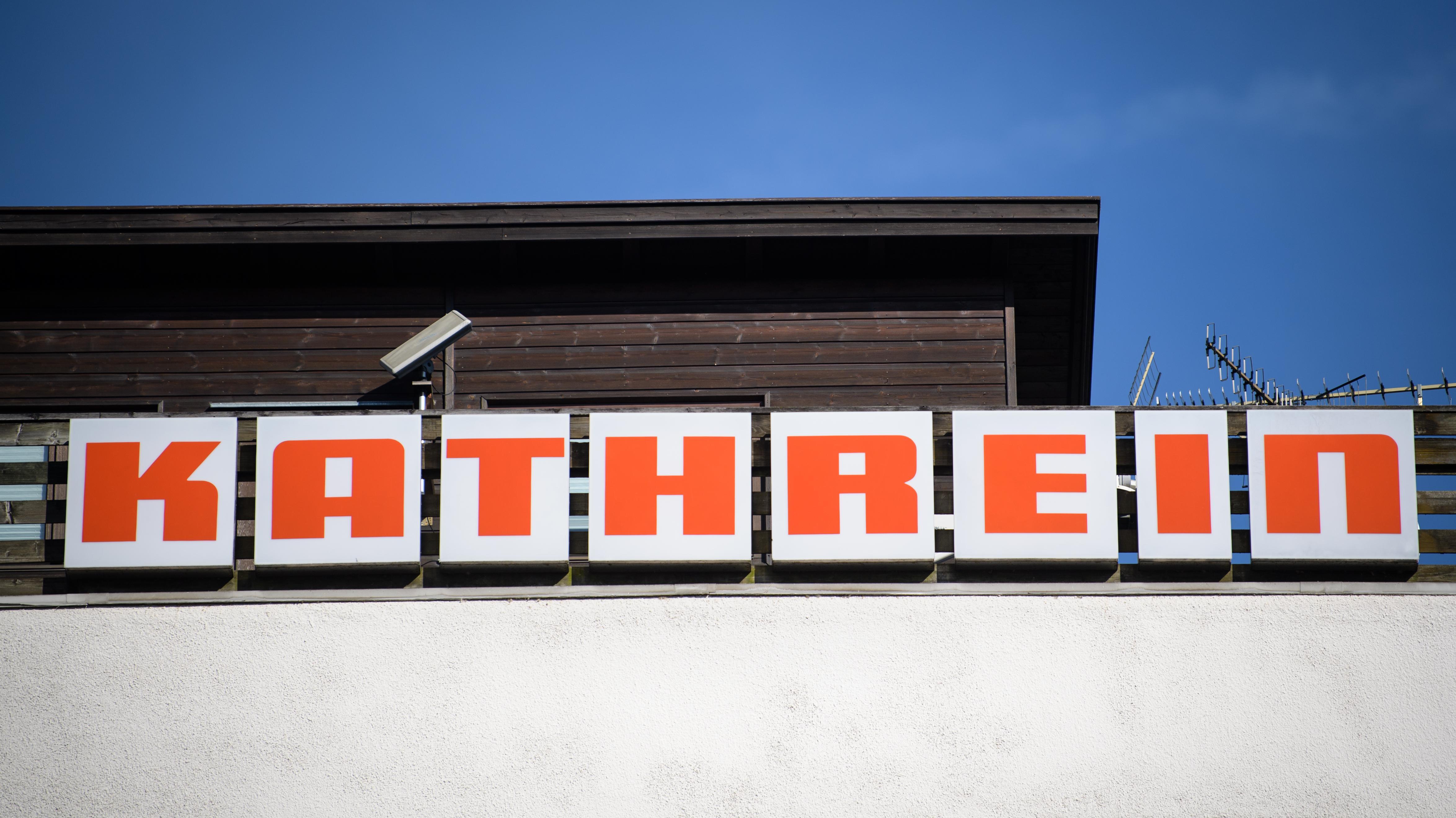 Das Firmen-Logo von Kathrein in Leuchtschrift