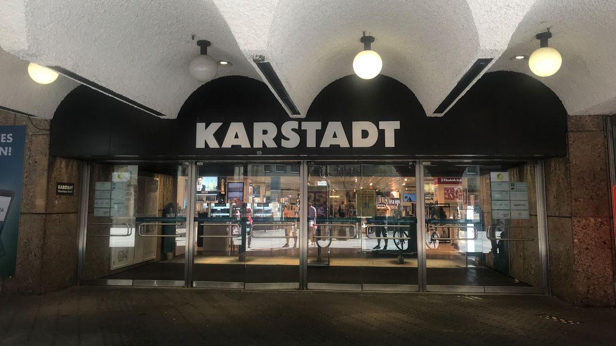 Karstadt-Eingang in der Nürnberger Innenstadt