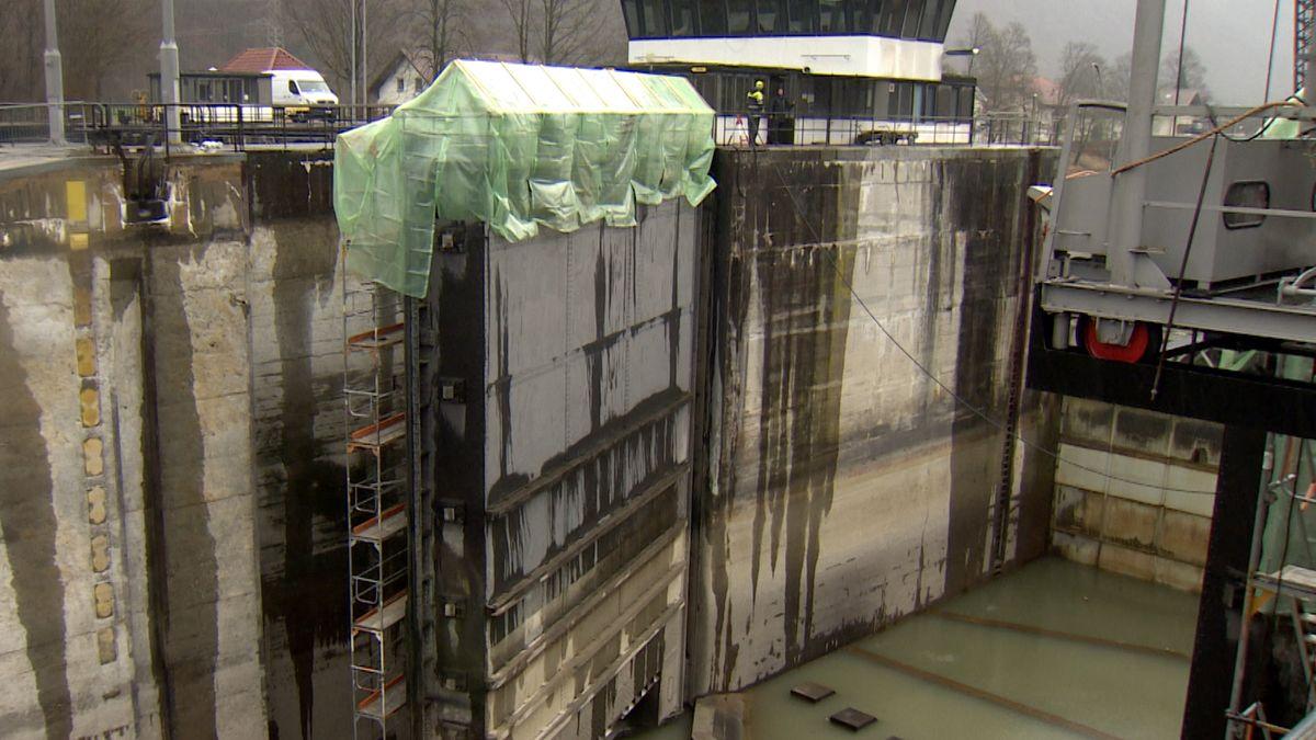 Umfangreiche Wartungsarbeiten an der Schiffsschleuse Jochenstein