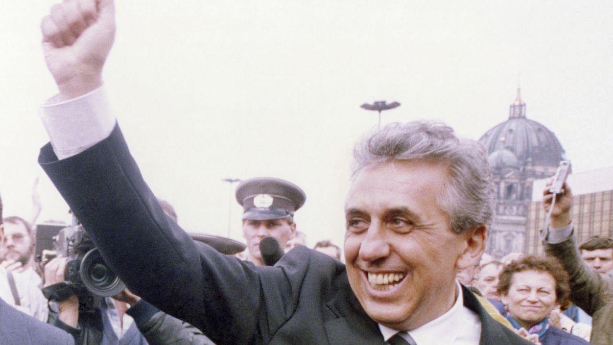 Egon Krenz unterwegs in Ost-Berlin