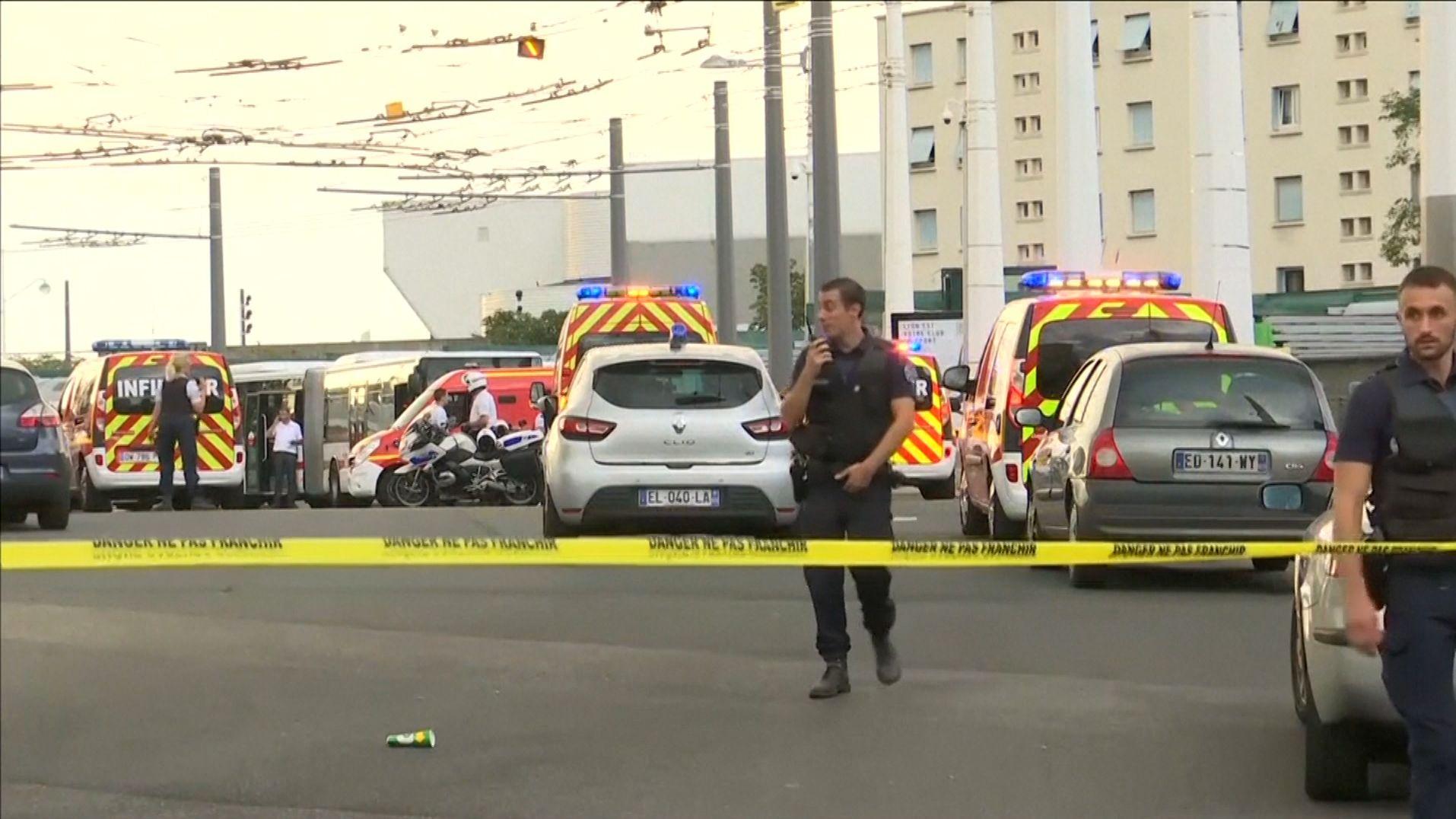 Ein Toter und Verletzte bei Messerattacke bei Lyon