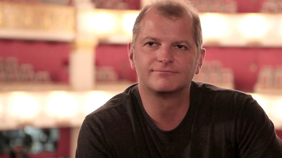 Martin Kušej in einem Theater-Zuschauerraum