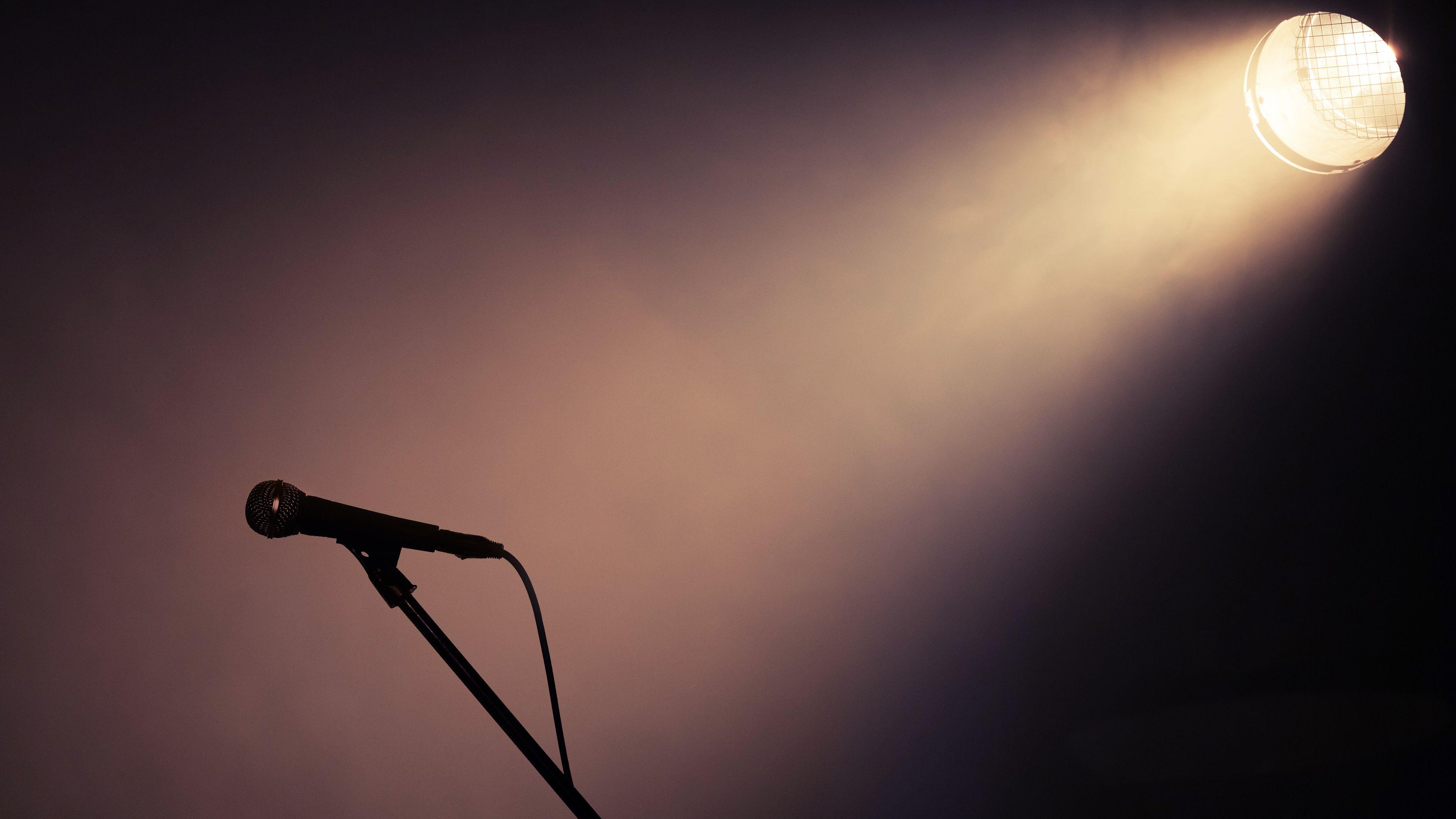 Mikrofon, Scheinwerfer