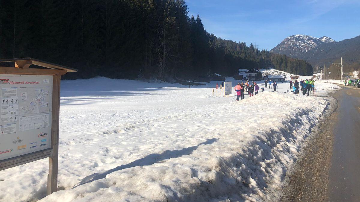 Verschneites Tal in der Nähe des Karwendel-Gebirges