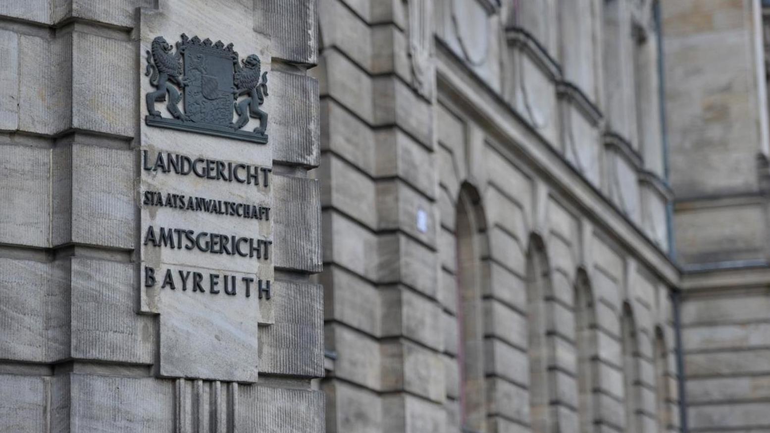 Hausfassade mit der Aufschrift: Landgericht, Staatsanwaltschaft, Amtsgericht Bayreuth.