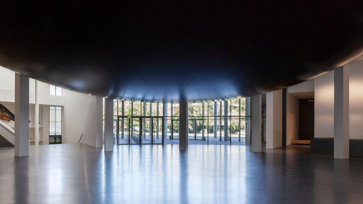"""Erdrückendes Erdgeschoss: Anish Kapoors """"Howl"""" in der Rotunde der Pinakothek"""