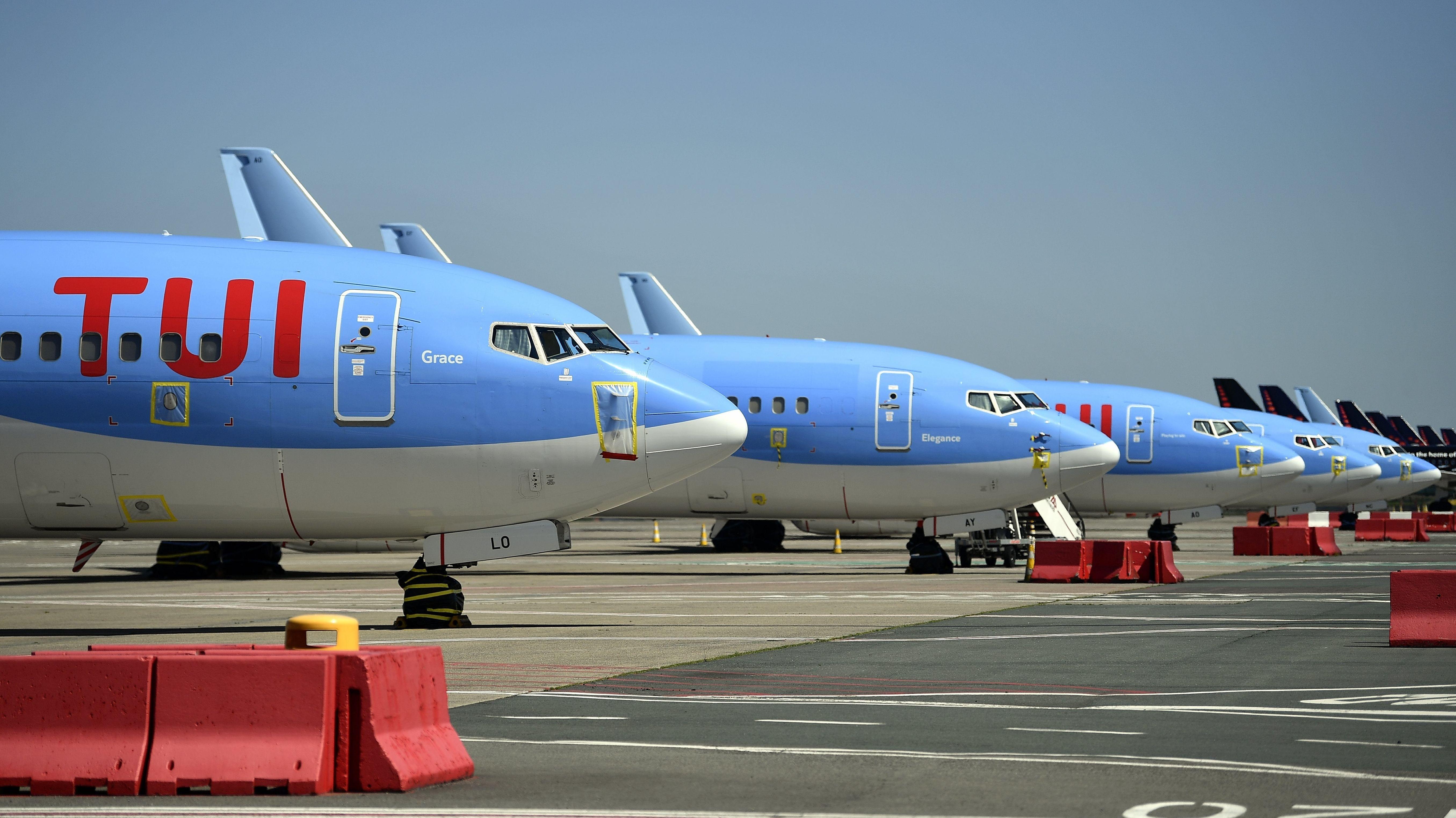 Durch die Corona-Krise festgesetzte Flugzeuge des Reiseveranstalters Tui