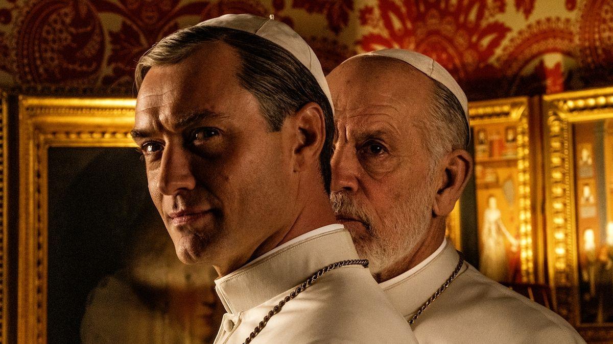 """Jude Law und John Malkovich als Päpste in der Serie """"The New Pope"""""""