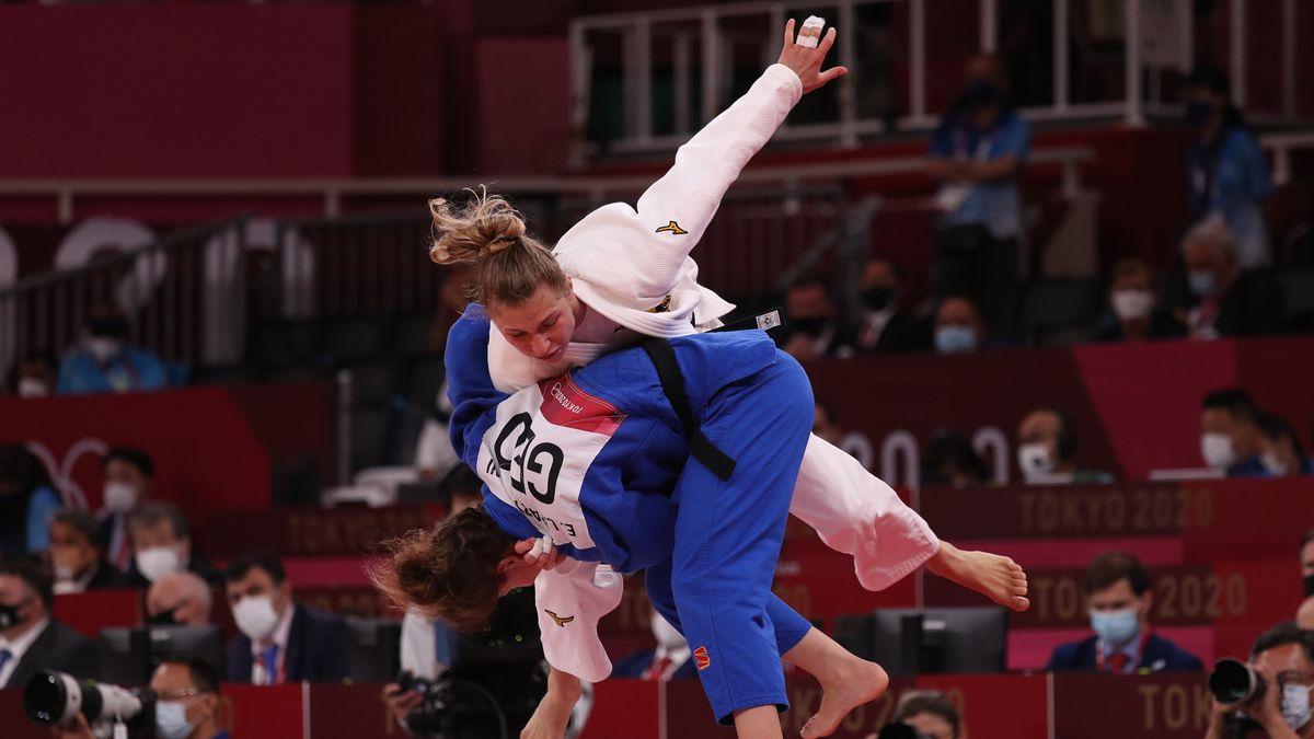 Judo, 1. Runde: Theresa Stoll kämpft gegen Eteri Liparteliani aus Georgien in der Kampfsporthalle Nippon Budokan.