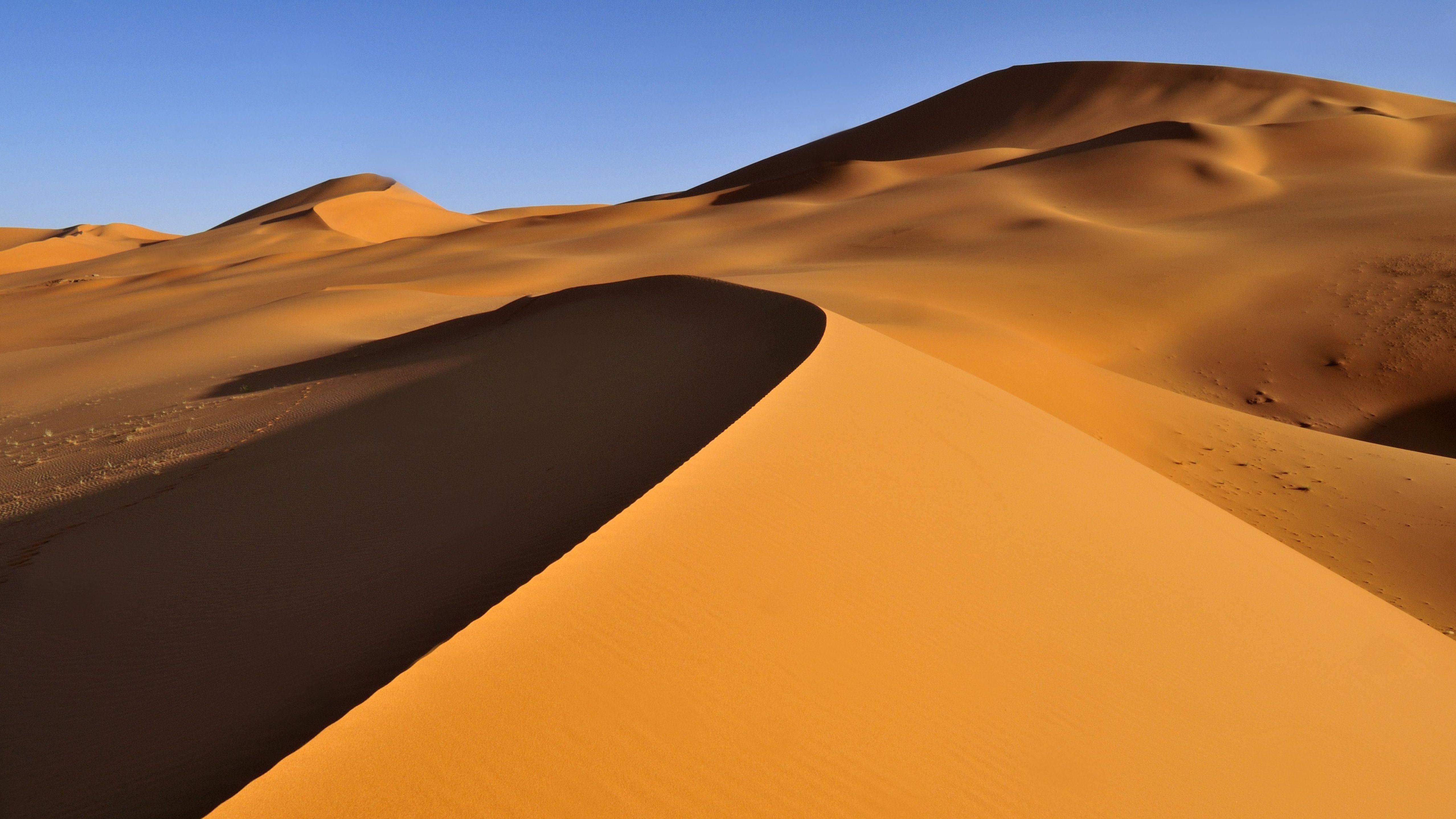 Sanddünen im Tadrart-Akkakus-Gebirge, einer Wüstenlandschaft in Libyen