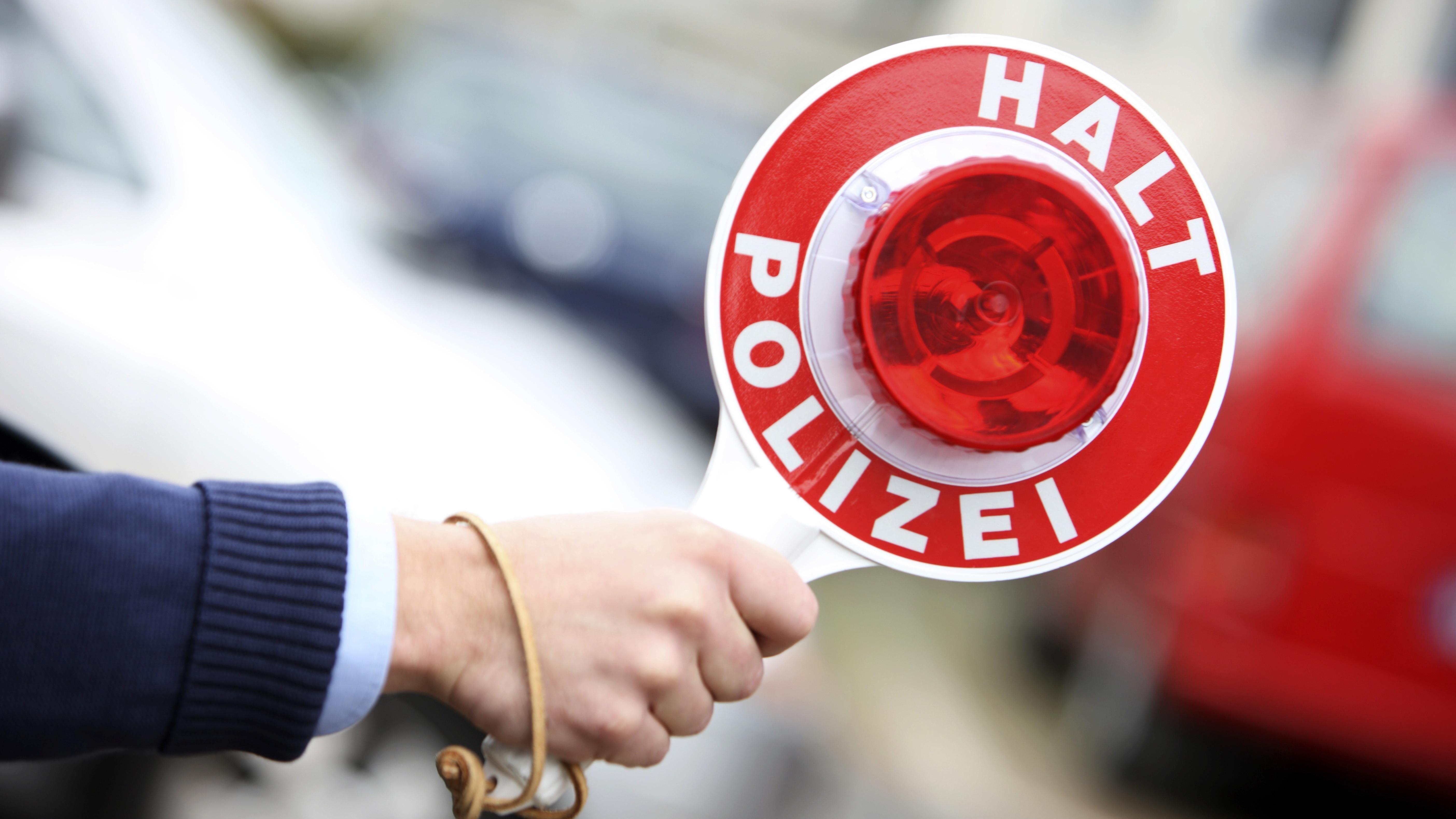 Die Polizei sucht einen Raser.