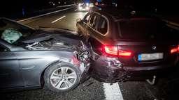Die Polizei stoppte den gestohlenen BMW (rechts) an der Mittelleitplanke und verhinderte eine Geisterfahrt   Bild:News5/Pieknik